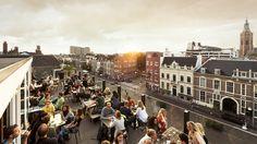 Bleyenberg. Naast een restaurant, een coffee bar en cocktail bar vind je hier ook meeting spaces, nachtclub Het Magazijn en Den Haags eerste echte rooftop bar.