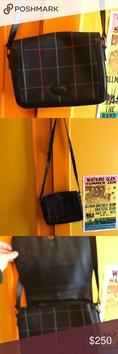 Authentic vintage Burberry messenger bag An authentic vintage leather Burberry messenger bag Burberry Bags
