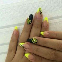 Extend fashion to your nails by using nail art designs. Donned by fashionable personalities, these kinds of nail designs can incorporate immediate allure to your apparel. Simple Nail Art Designs, Gel Nail Designs, Easy Nail Art, Coffin Nails, Acrylic Nails, Nail Art Fleur, Manicure Gel, Yellow Nail Art, Wedding Nails Design