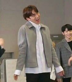 mingyu what are u doing asdfjkll Seungkwan, Wonwoo, Jeonghan, K Meme, Funny Kpop Memes, Seventeen Memes, Mingyu Seventeen, Meme Pictures, Reaction Pictures