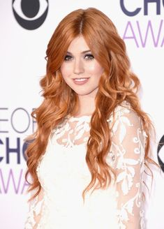 Pin for Later: Every Gorgeous Hair and Makeup Look From the People's Choice Awards Katherine McNamara Katherine's cascading red curls were a striking contrast against her alabaster skin.
