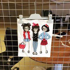 Üçlü kız görselli bez çanta modeli Serkan Bez çanta serkancanta.com Snoopy, Fictional Characters, Bags, Fantasy Characters