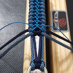 Make with fine jute and paracord Paracord Weaves, Paracord Braids, Paracord Knots, 550 Paracord, Paracord Bracelet Designs, Paracord Bracelet Survival, Paracord Projects, Paracord Bracelets, Paracord Tutorial