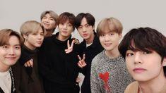 BTS_official Weibo Update [ The best award is your love. Seokjin, Namjoon, Jikook, Bts 2018, Foto Bts, Jung Hoseok, K Pop, Kdrama, Selca