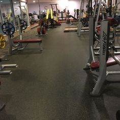 Good morning everyone. Nice empty gym here is that a good thing? On a selfish note yes very good. But really I'd rather it was packed with people that do not have to worry about going to work that want to start their day off in a positive way that want to provide inspiration to all those around them.  Let's set a goal to be able to give more people the freedom they want in life.  #loa #lawofattraction #thoughtsbecomethings #wennschondennschon #time #gym #weights #wellness #wellbeing…