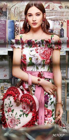 dolce-and-gabbana-winter-2019-woman-collection - A blossoming Garden-Roseto