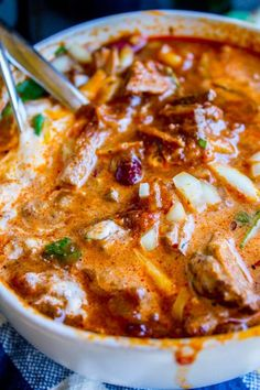 chili recipe The Best Chili Recipe I've Ever Made (Slow Cooker) from The Food Charlatan. The best chili recipe ever to come from my kitchen, guys! I think I'm picky about chili. This reci Best Chili Recipe Ever, Best Steak Chili Recipe, Shredded Beef Chili Recipe, Best Chilli Ever, Classic Chili Recipe, Basic Chili Recipe Crockpot, Summer Chili Recipe, Chili Recipe Crockpot Best, Shredded Beef Tacos Crockpot