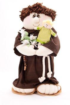 Santo Antonio gracioso feito em tecido de algodão e malha acompanhado por um terço. R$50,00