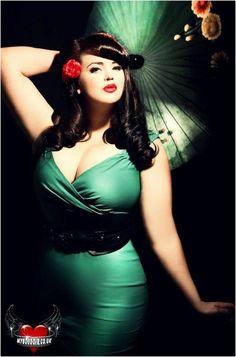 Fuller Figure Fuller Bust blog - she looks amazing here! love her blog as well