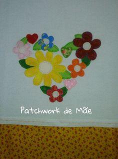 Pano de prato. Coração de flores. Patchwork de Mãe.