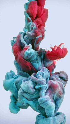 High-Speed Photographs of Ink Dropped into Water: In his ongoing exploration with high-speed photography and colour, Alberto Seveso drops plumes of various inks into water, capturing the organic shapes that form with a high-speed camera. Full Hd Wallpaper 1920x1080, Red Wallpaper, Screen Wallpaper, Mobile Wallpaper, Cute Wallpapers, Smoke Wallpaper, Iphone Wallpapers, High Speed Photography, Water Photography