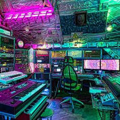 The ultimate home recording studio equipment site. Great deals and huge selection of home recording studio equipment. Home Studio Musik, Music Studio Room, Studio Setup, Recording Studio Equipment, Recording Studio Design, Best Gaming Setup, Gaming Room Setup, Computer Gaming Room, Home Music