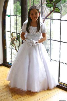 Vestidos de comunión para niña Girls Dresses, Flower Girl Dresses, Wedding Dresses, Fashion, First Communion Dresses, Communion Dresses, Bridesmaids, Dresses Of Girls, Bride Dresses