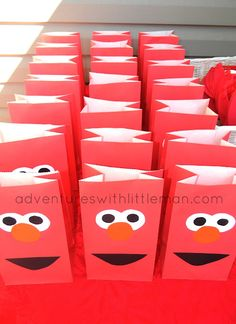 Handmade Elmo bags for an Elmo themed birthday party! Amy I will make thesebfir Sarah's second birthday along with the cake