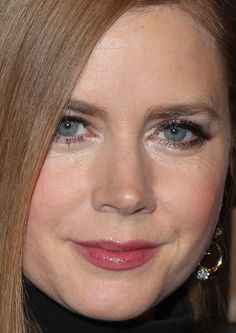 Close-up of Amy Adams at the 2016 Los Angeles premiere of 'Nocturnal Animals. Actress Amy Adams, Joanna Garcia, Jenifer Lawrence, Best Kisses, Face Treatment, Sarah Michelle Gellar, Kirsten Dunst, Celebrity Beauty, Lily Collins