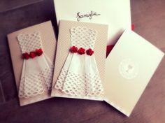 Sottotorta bianco, roselline rosse, pois Shabby, per invito Prima Comunione