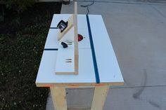 Woodworking Tools how to build your own router table, step by step with lots of pictures to help, Router Woodworking, Woodworking Patterns, Woodworking Shop, Woodworking Projects, Build A Router Table, Wood Router, Diy Table, Home Improvement Projects, Tricks
