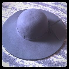 Gray Floppy Hat Amazing gray, floppy hat! 🚨This is made by John Callanan but I'm listing it here for additional exposure.🚨 Madewell Accessories Hats