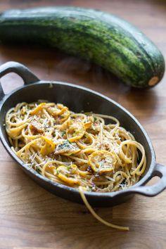 Macaroni And Cheese, Spaghetti, Pasta, Ethnic Recipes, Food, Mac And Cheese, Essen, Meals, Yemek