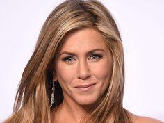 Les cheveux sales, un atout beauté pour Jennifer Aniston !