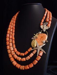 Collana in corallo con fermatura in argento, oro e corallo inciso