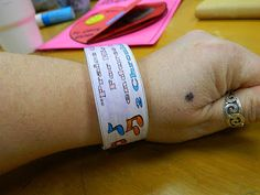 Hands On Bible Teacher: Jehoshaphat A Godly King of Judah--Sometimes it is GOOD to do something SIMPLE. A Paper Bracelet for the KIDDOS to color and wear.