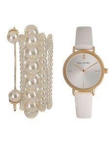 Hallmark Ladies White and Gold Box Set Good Birthday Presents, Ladies White, Elegant Watches, Gold Box, Gold Watch, Bracelet Watch, Watches For Men, Classy, Rose Gold