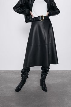 Midi skirt with belt detail, metallic buckle and invisible side zip fastening. HEIGHT OF MODEL: 177 CM / Faux Leather Skirt, Leather Skirts, Leather Boots, Pu Leather, Black Pleated Skirt, Cheap Skirts, Korean Fashion Trends, Zara, Casual Skirts