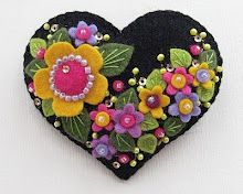 Neat appliqué...Buttons and tiny little beads -  By Paulette beedeebabee blogspot.