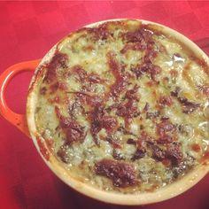 Vamos a preparar una receta de dip de queso, espinacas y alcachofas delicioso, que es además más sano, equilibrado y divertido. Léelo en Emplatando Madrid