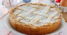 La pastiera napoletana un dolce di Pasqua con interno di ricotta e grano cotto tipica napoletana. E' buonissima provate a farla.