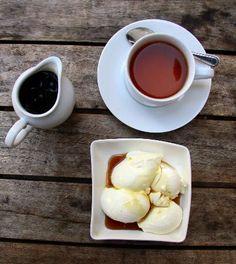 Curd, kithul treacle (honey) et thé de Ceylan - Picture of Serendipity Arts Cafe, Galle - Tripadvisor Serendipity Cafe, Art Café, Le Sri Lanka, Kiri, Party Ideas, Dessert, Tableware, Milk, Coconut