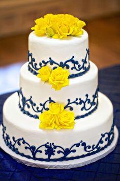 bolo amarelo com azul royal ch de panela let them eat cake pinterest hochzeitstorte. Black Bedroom Furniture Sets. Home Design Ideas