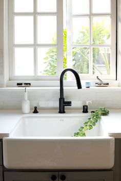MUST-SEE: Now Trending In Cool Faucet Finishes: Black Is Hot!