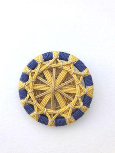 schmuck - uli-fritz kunst und textiles Dorset Buttons, Passementerie, Cool Necklaces, Button Art, String Art, Pin Cushions, Crochet, Fiber Art, Loom