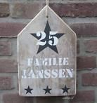 huisje naambord huisnummer handgeschilderd op steigerhout