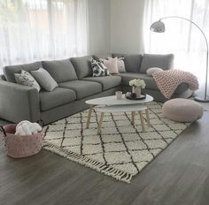 Gray and pink living room - is to me - Living rooms - # is .- Graues und rosa Wohnzimmer – ist zu mir – Living rooms – … Gray and pink living room – is to me – Living rooms … - Living Room Inspo, Luxury Living Room, Pink Living Room, Apartment Living Room, New Living Room, Trendy Living Rooms, Apartment Decor, Living Room Grey, Living Decor