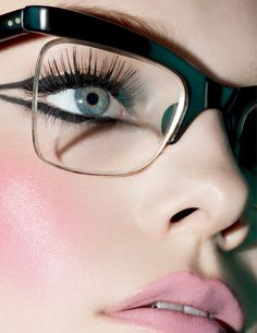 Love this makeup with the glasses