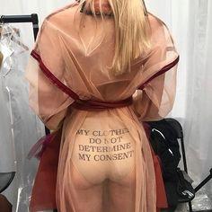 """""""Minhas roupas não determinam meu consentimento"""". E temos dito! @eleanorbandey Vinyl, Women Empowerment, Girl Power, Personal Style, Instagram, Inspiration, Fat, Inspire, Paintings"""