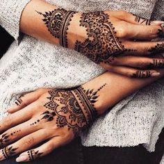 Mehendi mehndi tattoo, henna hand tattoos, henna on hand, wrist henna, henna Mehndi Tattoo, Henna Tattoos, Henna Mehndi, Henna Tattoo Muster, Indian Henna, Bild Tattoos, Tattoo On, Mandala Tattoo, Tattoo Celtic