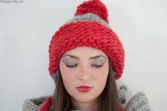 Cappello rosso e grigio con paraorecchie di KnitYourself su Etsy