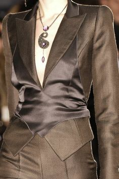 Armani Prive Couture Details, Fashion Details, Fashion Design, Armani Prive, Italian Fashion, Beautiful Outfits, Classy Outfits, Classic Suit, Winter