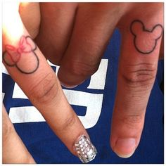 Couple tattoo Minnie and Mickey Finger Tattoos For Couples, Couple Tattoos Love, Small Finger Tattoos, Small Tattoos, Disney Tattoos Couples, Mouse Tattoos, Tattoos Skull, Arrow Tattoos, Sleeve Tattoos