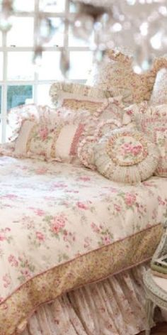 A great waay to enlarge a comforter... Shabby Chic