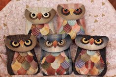Little owl pouches. this is a photo only. Japanese Patchwork, Patchwork Bags, Quilted Bag, Owl Sewing, Sewing Art, Sewing Crafts, Sewing Projects, Fabric Bags, Fabric Scraps