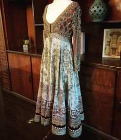 Pinterest: @pawank90 Women's Ethnic Fashion, Indian Fashion, Womens Fashion, Pakistani Outfits, Indian Outfits, Traditional Trends, Bollywood Fashion, Summer Dresses, Formal Dresses