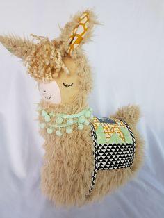 Alpacas, Llama Stuffed Animal, Sewing Stuffed Animals, Homemade Stuffed Animals, Rainbow Bedding, Tunisian Crochet Stitches, Love Crochet, Plushies, Crochet Projects