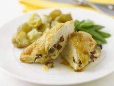 Hähnchenfilet mit Käse überbacken ist ein Rezept mit frischen Zutaten aus der Kategorie Hähnchen. Probieren Sie dieses und weitere Rezepte von EAT SMARTER!