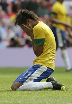 Mexico vs. Brazil soccer - Brazil's Neymar reacts during the men's soccer final against Mexico at the 2012 Summer Olympics, Saturday, Aug. 11, 2012, in London. (AP Photo/Luca Bruno)