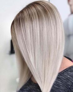 Explore here to see the most amazing trends of blonde hair colors to sport with long and sleek hairstyles in You may transform your existing hair colors into the beautiful blonde highlights to m Hair Color 2018, Ombre Hair Color, Cool Hair Color, Hair Colors, Sleek Hairstyles, Pretty Hairstyles, Straight Hairstyles, Woman Hairstyles, Long Hair Cuts